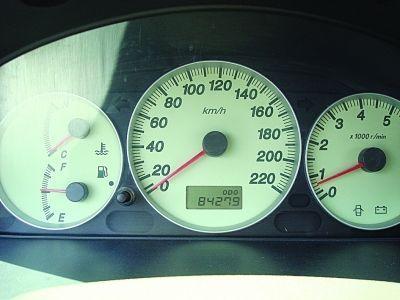 媒体曝汽车里程表黑幕 调低3万公里要百元高清图片
