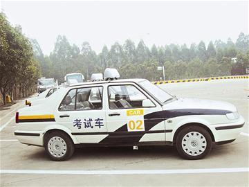 年考驾照实行新规定 加大路考比重导致驾校成